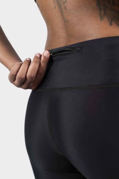 gayaskin zoom sur poche zippee ouverte sur le legging skin