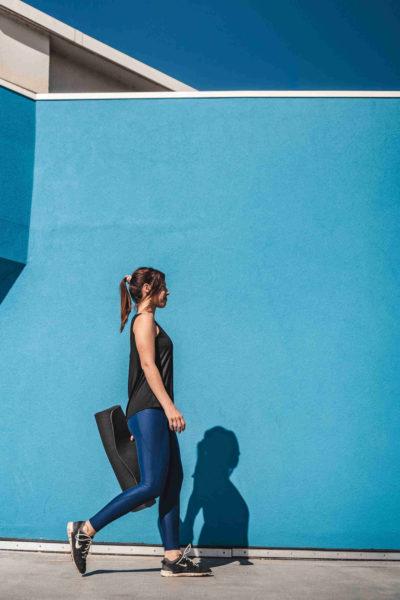 6 Ensemble Helios bleu et debardeur noir profil